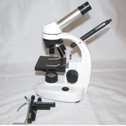 نمای اتصال چراغ قوه نور بالای میکروسکوپ و محل نصب لام گردان میکروسکوپ