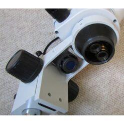 نمای عدسی شیئی و لامپ هالوژن بالایی استریو میکروسکوپ زومیک سه چشمی 14 تا 90 برابر مدل KE-20