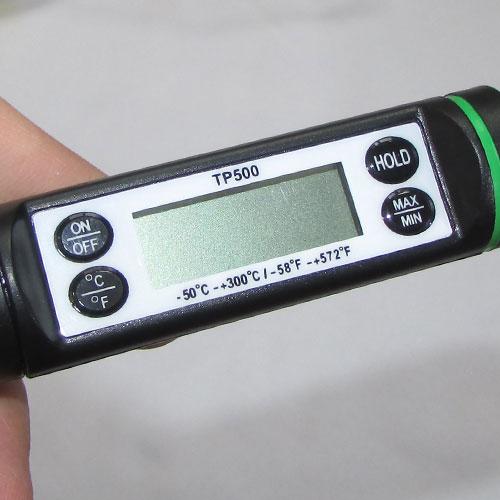 نمای نزدیک دماسنج میله ای نفوذی دارای 4 کلید و امکانات کم نظیر مدل TP500