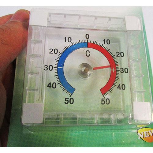 نمای نزدیک از صفحه نمایش درجه دماسنج یخچال عقربه ای جدید