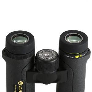 نمای نزدیک از لنزهای چشمی دوربین ونگارد مدل Endeavor ED II 8x32
